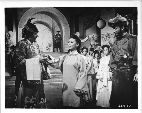 Yoko Tani, center, in SAMSON AND THE SEVEN MIRACLES OF THE WORLD